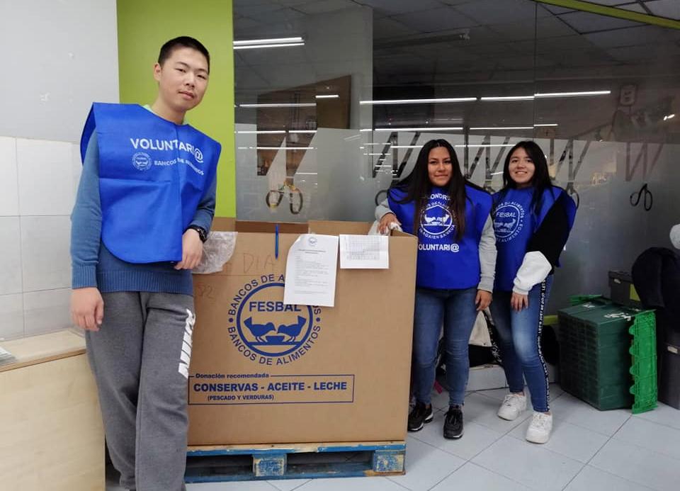 Un colegio cargado con 400 kilos de solidaridad