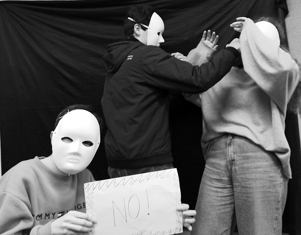 El maltrato se tiñe de blanco y negro