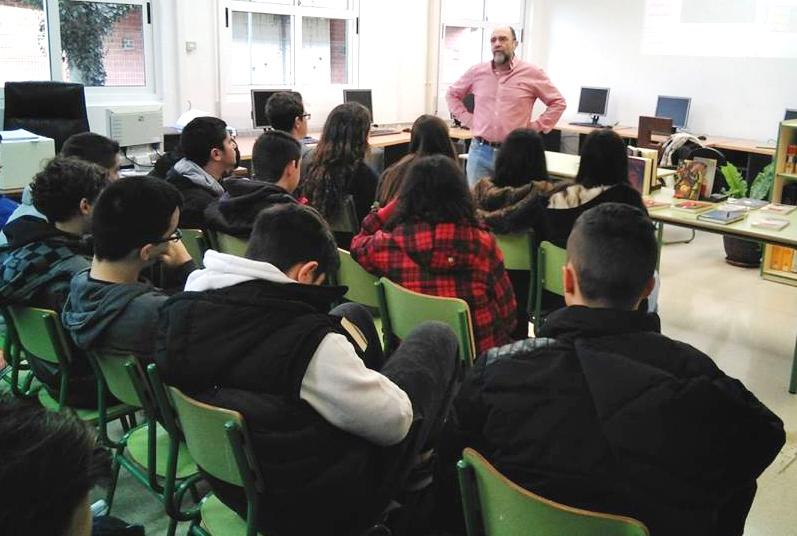 Fernando Lalana con los estudiantes del IES Santa Cruz