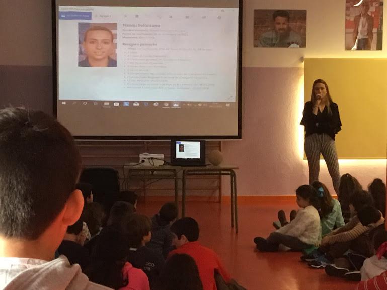 Naomi Solórzano visita el CEIP Porrúa